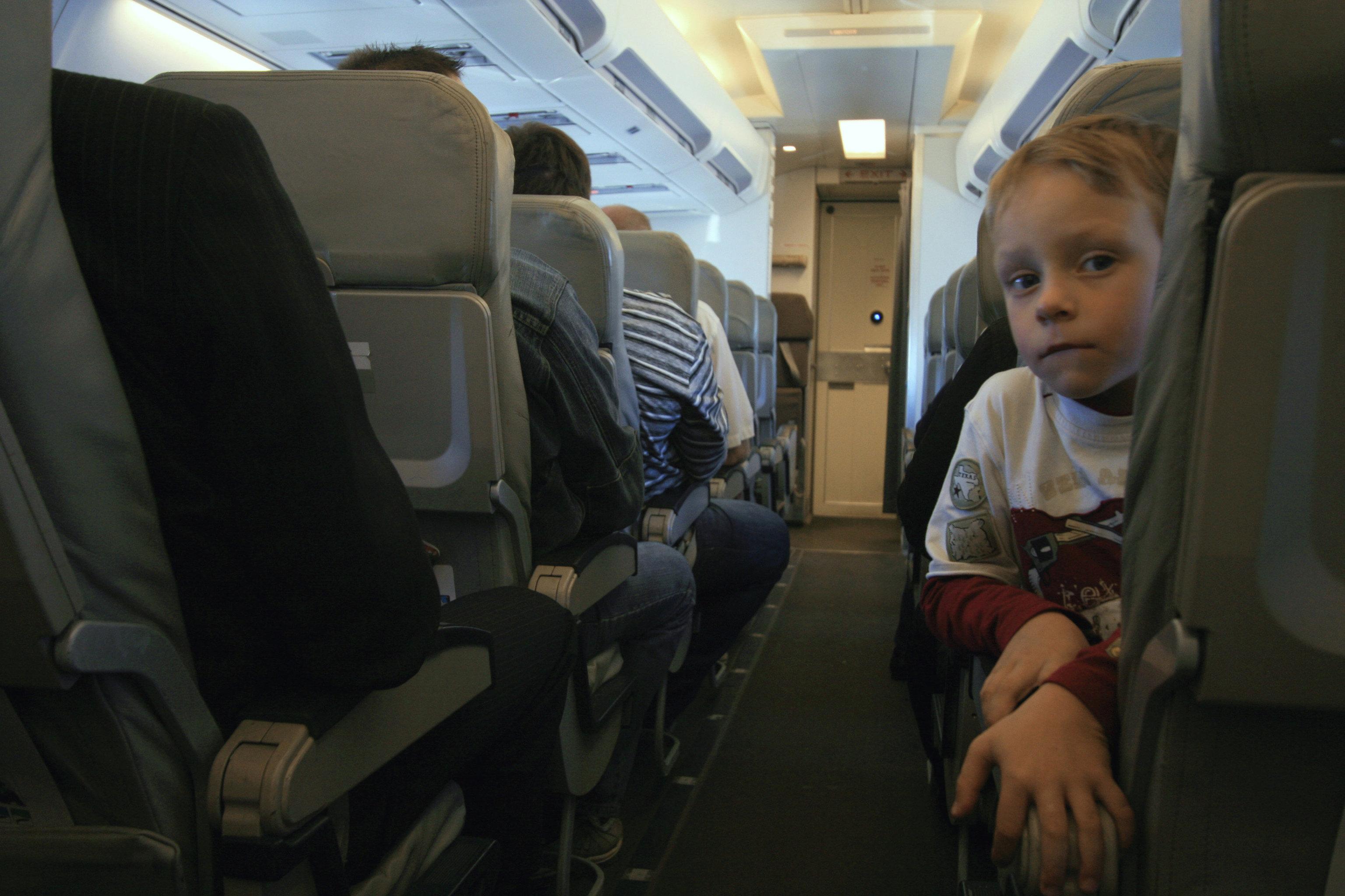Почему нет видеокамер в самолете